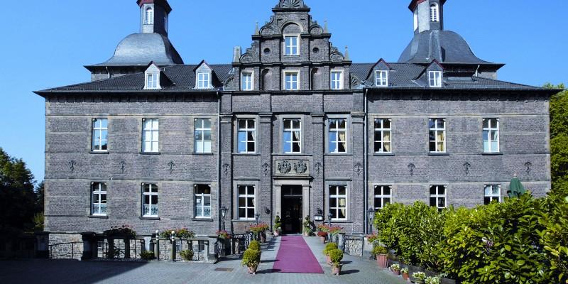 Aussenansicht Schlosshotel Hugenpoet