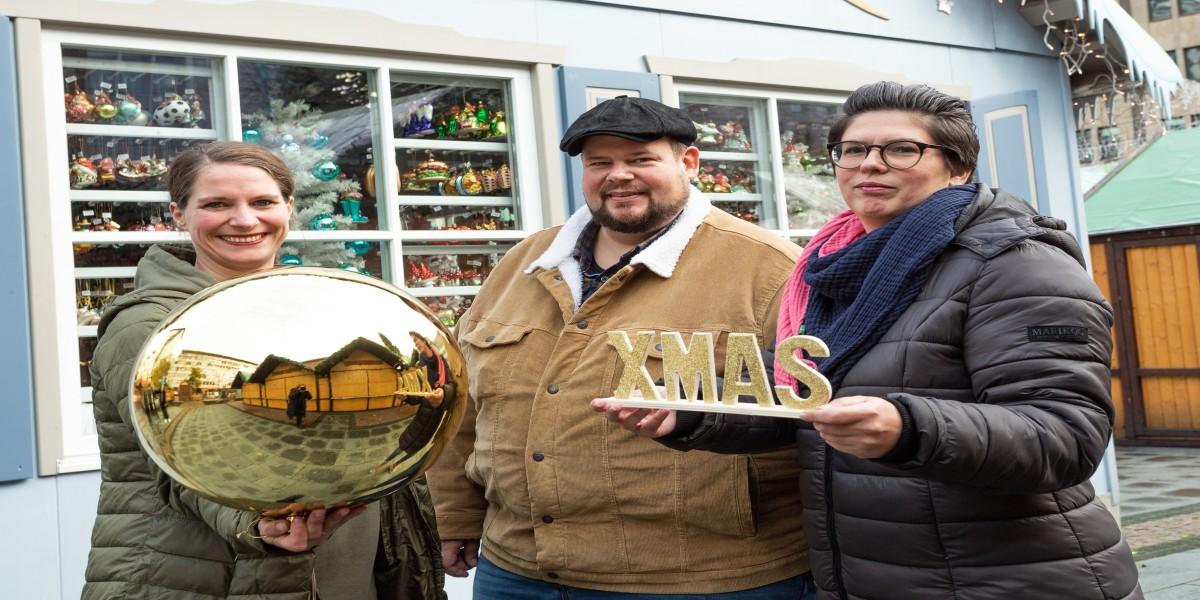 Freuen sich auf die 47. Auflage des Internationalen Weihnachtsmarktes Essen: v.l.n.r. Amelie Hoff (Leiterin Veranstaltungsmanagement der EMG), Christian Kelch (EMG-Leiter des Internationalen Weihnachtsmarktes Essen) und Nina Kirschnereit (EMG-Leiterin des Internationalen Weihnachtsmarktes Essen).