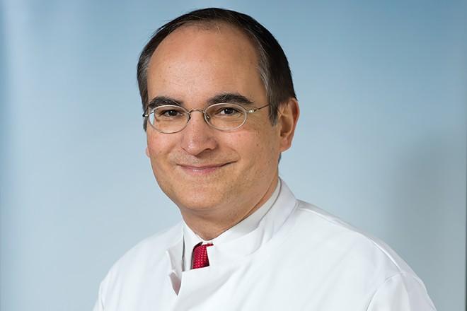 Prof. Dr. Johannes N. Hoffmann, Direktor der Klinik für Gefäßchirurgie und Phlebologie am Elisabeth-Krankenhaus Essen