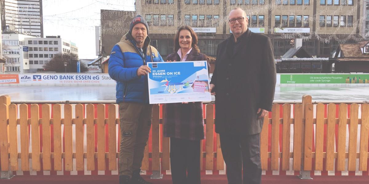 Freuen sich auf das 20. ESSEN ON ICE: EMG-Geschäftsführer Dieter Groppe (rechts), Simone Ehlen, Leiterin Region Rhein-Ruhr der innogy SE, und Uwe Draber, Geschäftsführer der Bergmann Eventgastronomie.