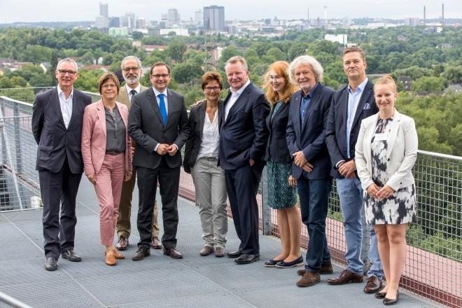 Referenten und Teilnehmende der Knappmann-Vortragsreihe vor der Grünen Hauptstadt Europas.