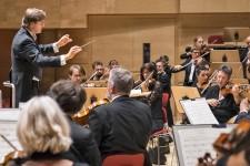 Foto: Tomáš Netopil dirigiert die Essener Philharmoniker
