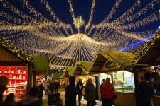 Foto Blick auf den Weihnachtsmarkt Essen auf dem Kennedyplatz