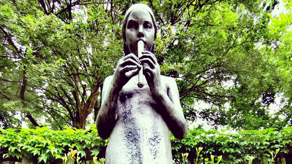 Flötenspielerin im Grugapark Essen