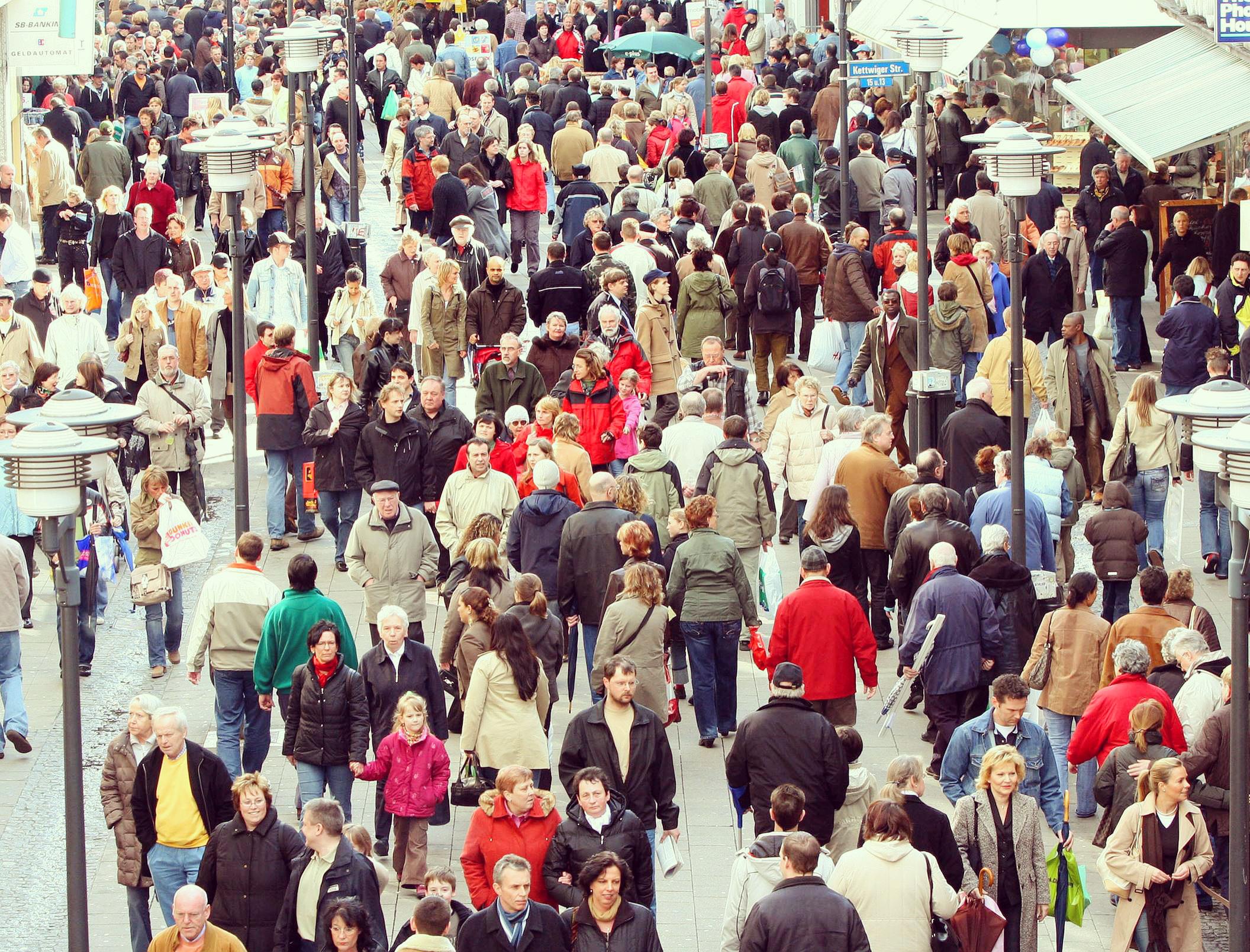 Menschen auf der Kettwiger Straße