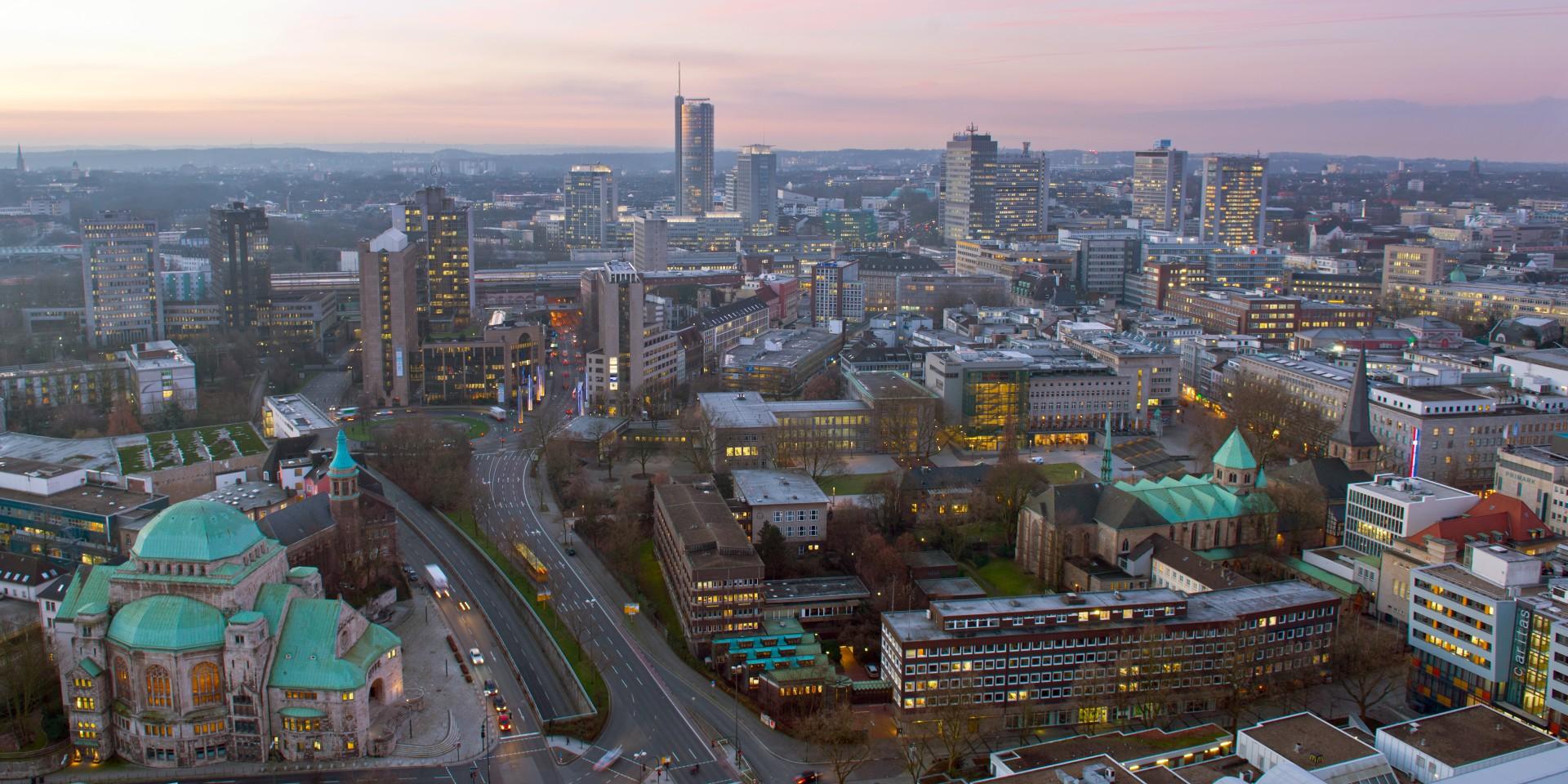 Blick vom Rathaus auf die Essener Skyline