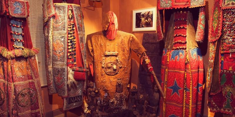 Foto: Egungun Kostüme - Die Geister der Ahnen