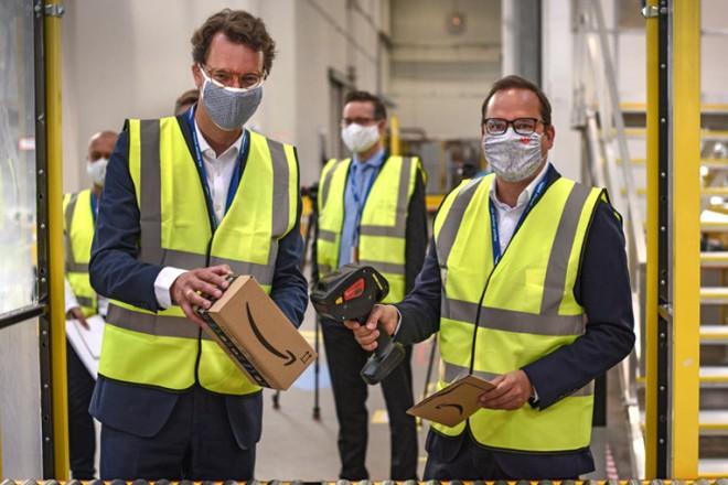 Hendrik Wüst MdL und Thomas Kufen Oberbürgermeister der Stadt Essen bei Eröffnung Amazon Verteilzentrum