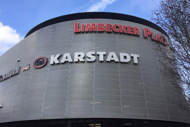 Außenfassade Limbecker Platz mit Karstadt Schriftzug