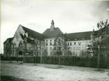 Schwarzweiß-Foto: Luisenschule um 1910