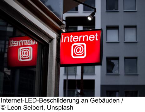 Internet-LED-Beschilderung an Gebäuden