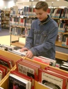 Leser in der Musikbibliothek
