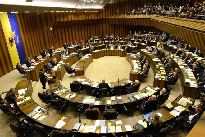 Foto: Ratssitzung im Ratssaal des Rathaus Essen (von der Empore aus fotografiert)
