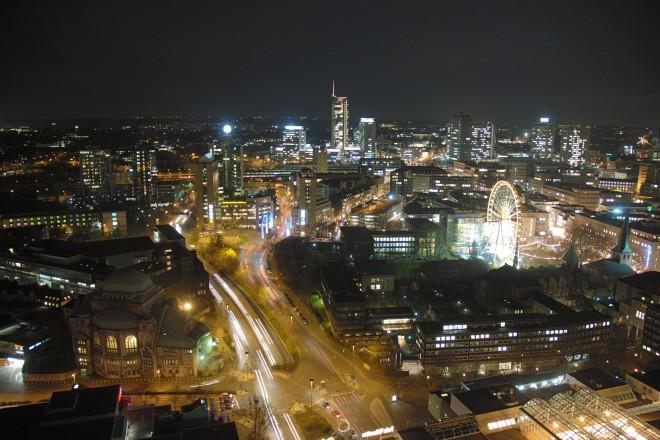 Der abendliche Blick vom Rathausdach in Richtung Süden.