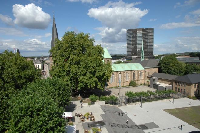 Blick auf den Burgplatz, die Münsterkirche und das Rathaus