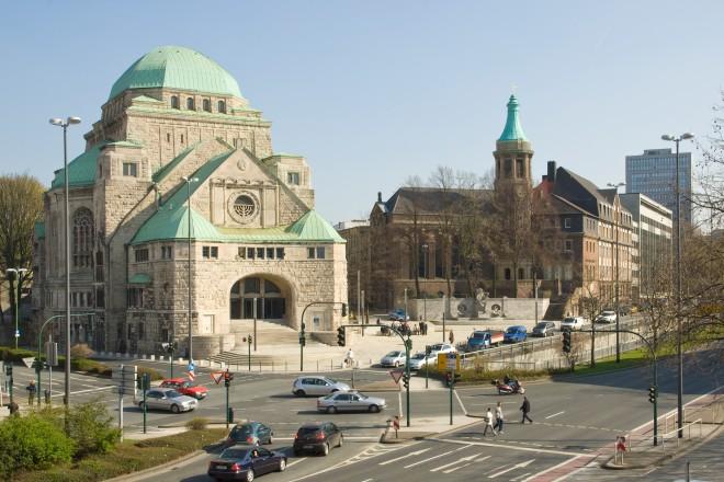 Alte Synagoge und Alt-Katholische Friedenskirche.