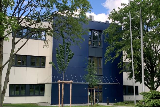 Vorderansicht Neubau des Studieninstitutes