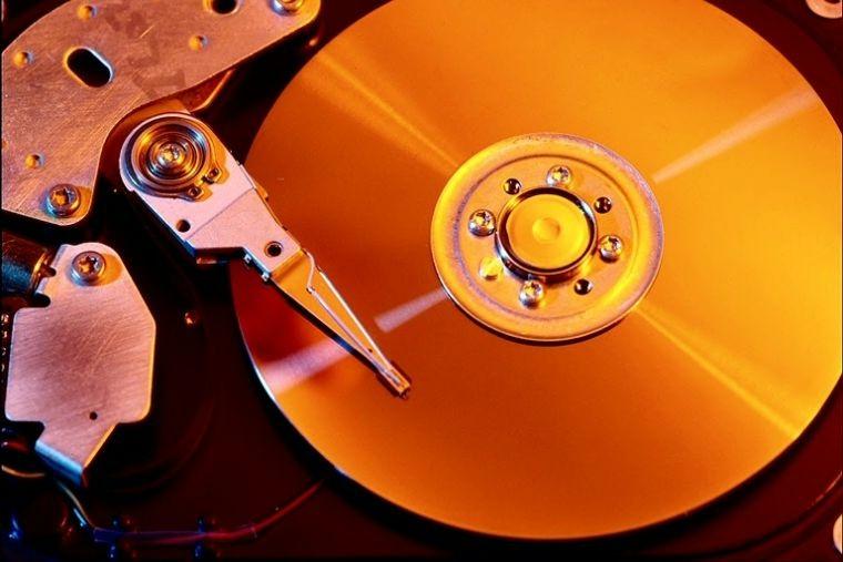 Foto: Laser-Abtaster an einer CD