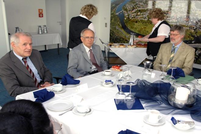 Sie sehen Herrn Doktor Reiniger und Herrn Pilger beim Stiftercafe 2009