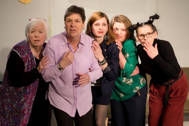 fünf Frauen