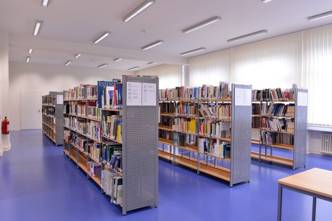 Foto: Blick in die Fachbibliothek Stadt und Region im Lesesaal des HdEG/Stadtarchiv