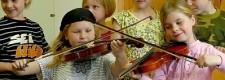 Teilnehmerinnen des Projekts Jedem Kind ein Instrument in der Bonifaciusschule Essen-Kray