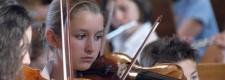 Junge Geigerin beim Sommerkonzert des Bredeneyer Schulorchesters