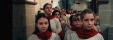 Mädchenchor am Essener Dom beim Einzug zum Kapitelsamt