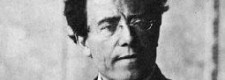 Gustav Mahler (Foto, aufgenommen 1907 im Foyer der Hofoper Wien)