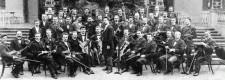 Ältestes Bild des Städtischen Orchesters, aufgenommen 1902 im Kruppschen Kasino