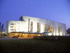 Das Aalto-Theater am Abend