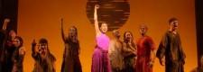 Aida mit Gefangenen: Szene aus dem Musical AIDA von Elton John