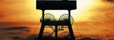 Cellistin im Sonnenaufgang auf dem Förderturm der Zeche Zollverein