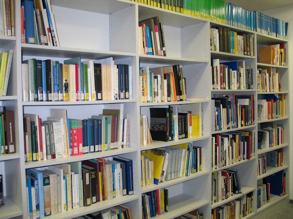 Kleine Präsenzbibliothekin der Verwaltung