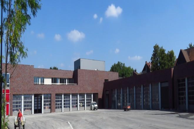 Foto: Fassadenansicht des neuen Ausbildungszentrums der Feuerwehr Essen aus westlicher Richtung.