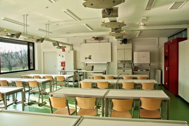 Foto: Innenansicht eines Fachraumes für naturwissenschaftlichen Unterricht im Erweiterungsneubau Gymnasium Essen-Überruhr