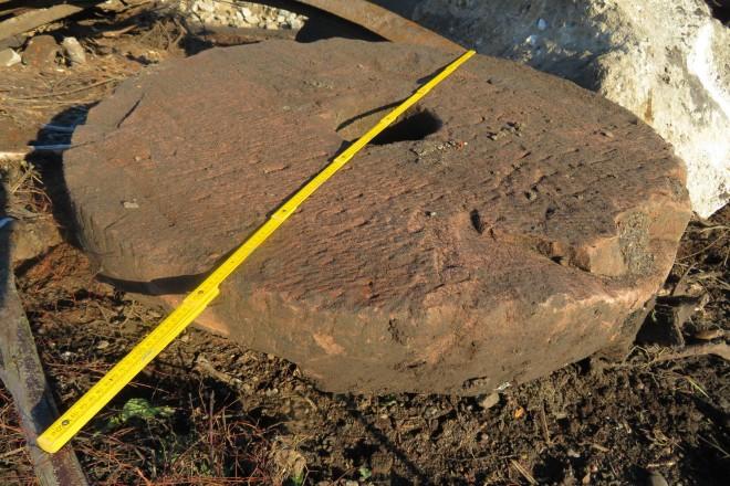 Foto: Einer der gefundenen Steine im bergungsfrischen Zustand