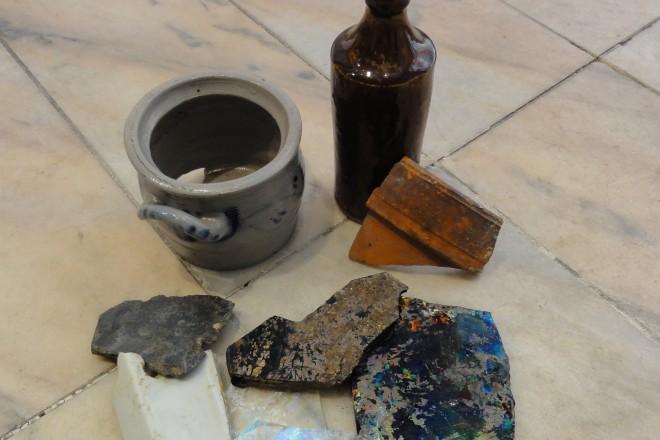 Foto: Funde aus dem Umfeld des abgerissenen Gebäudes