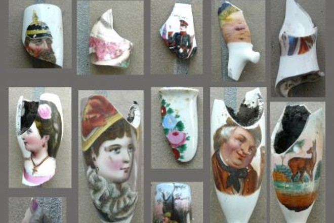 Abbildung: bunt gestaltete Porzellanpfeifen