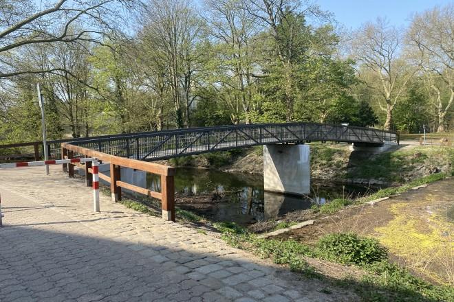 Foto: Blick auf die neue Brücke zur Brehminsel