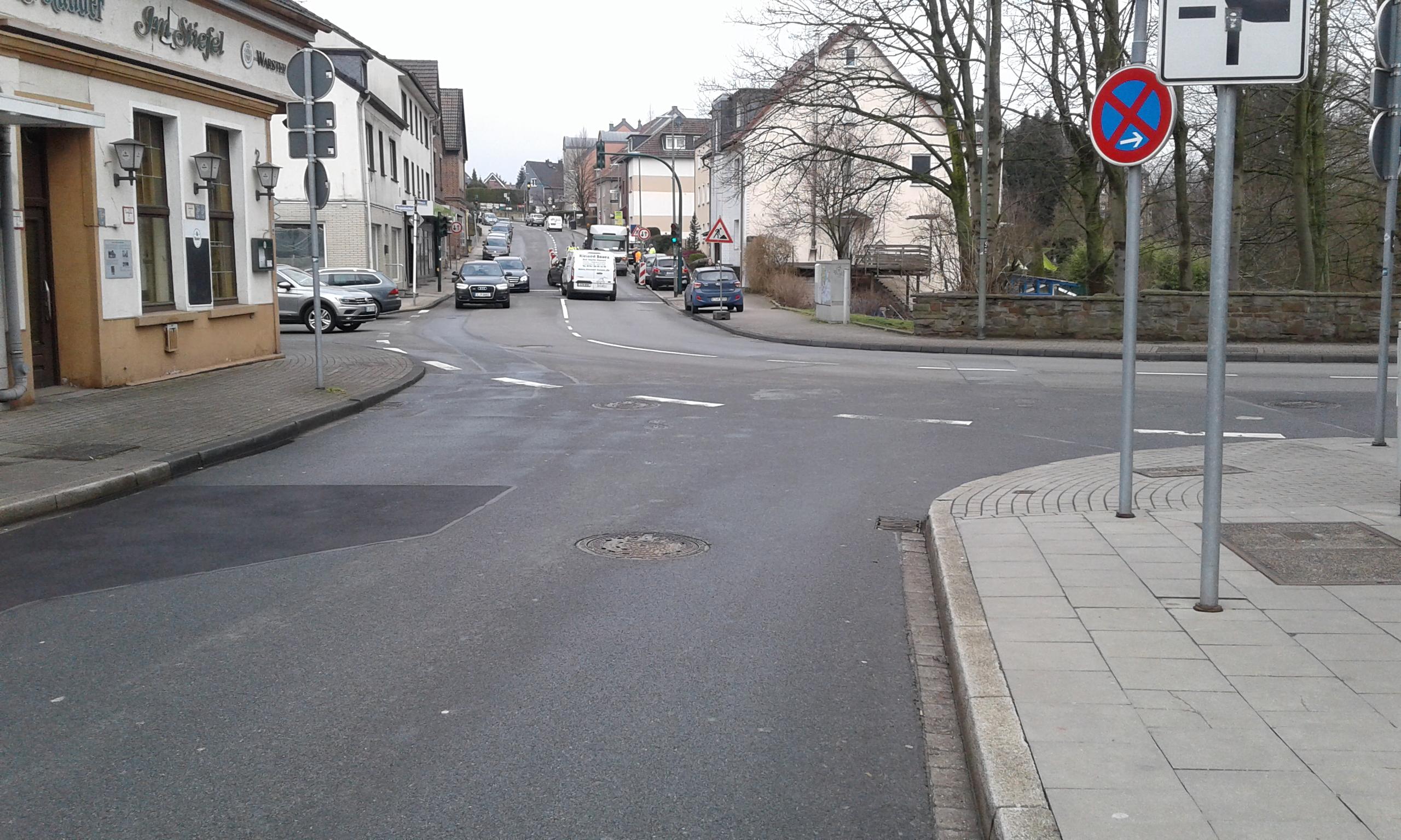 Foto: Blick auf den alten Zustand der Straße Alte Hauptstraße