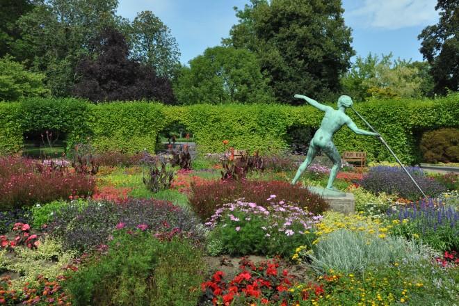 Sommerblumen im Lindenrund im Grugapark