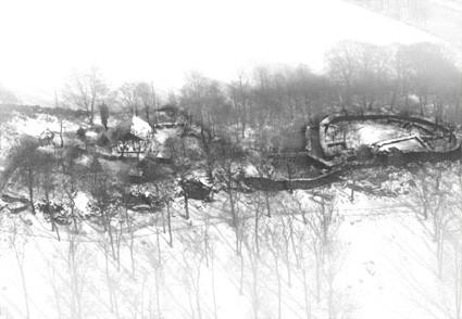 Luftbild der Ruine der Isenburg Essen