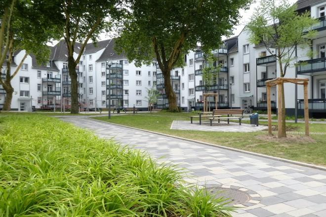 Mehrfamilienhäuser mit Gartenanlage