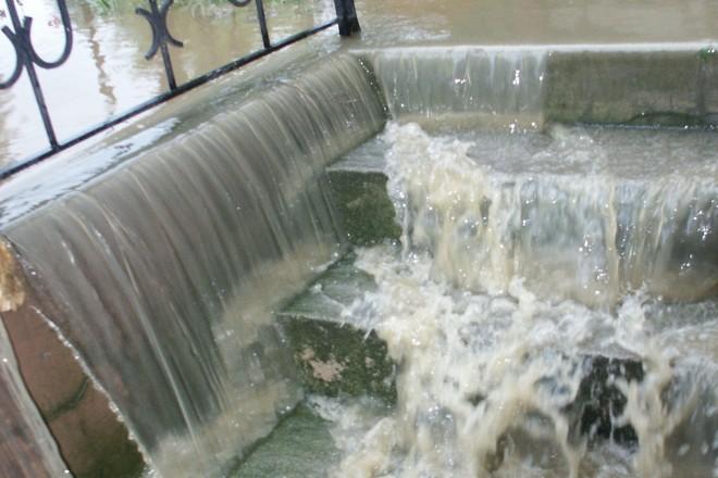 Foto: Überschwemmung einer Kellertreppe