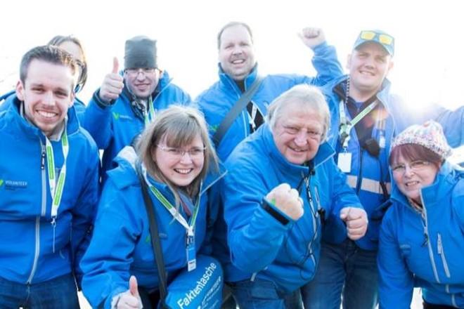 Gruppenfoto: Freiwillige der Grünenhauptstadt präsentieren sich aktiv als Team