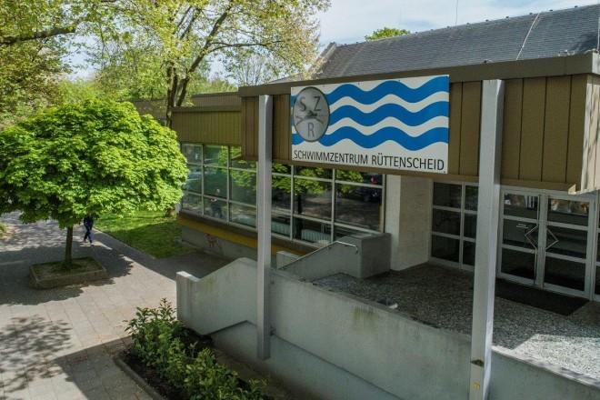Foto: Eingansbereich des Schwimmzentrums Rüttenscheid