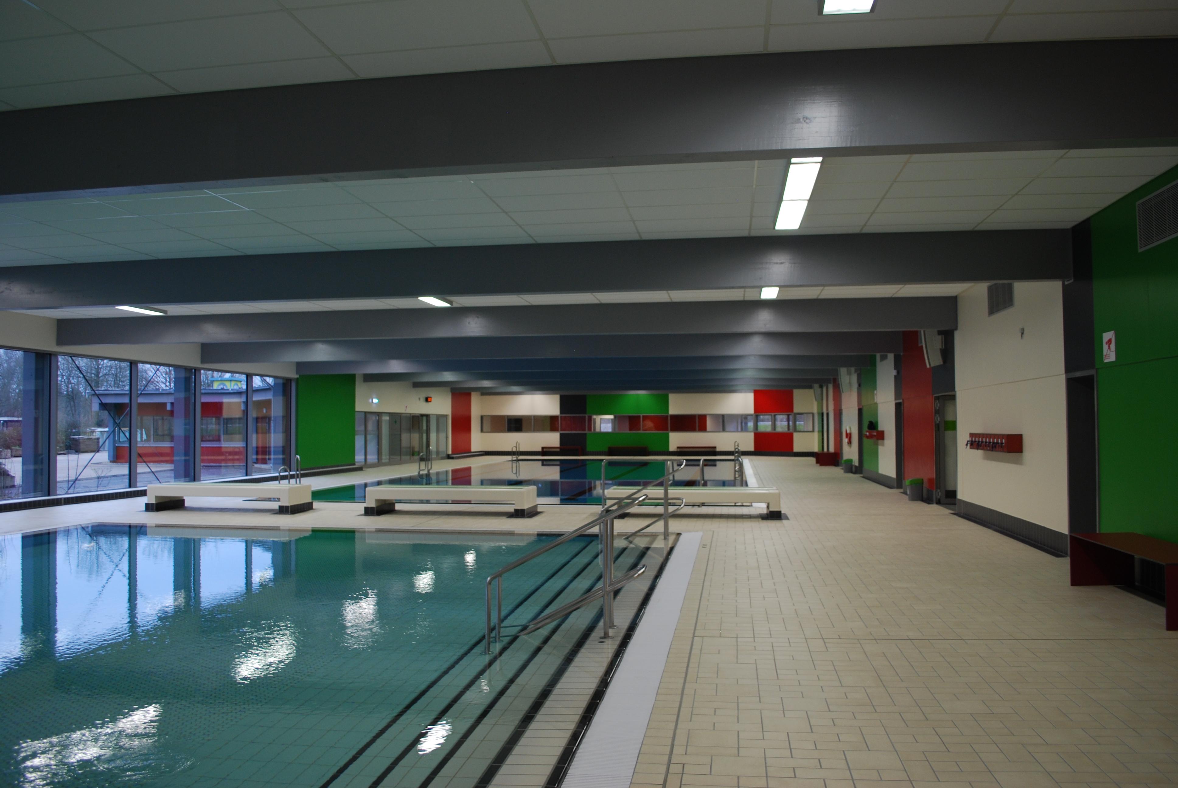 Foto: Blick durch die Schwimmhalle des Hallenbades im Bad und Sport Oststadt