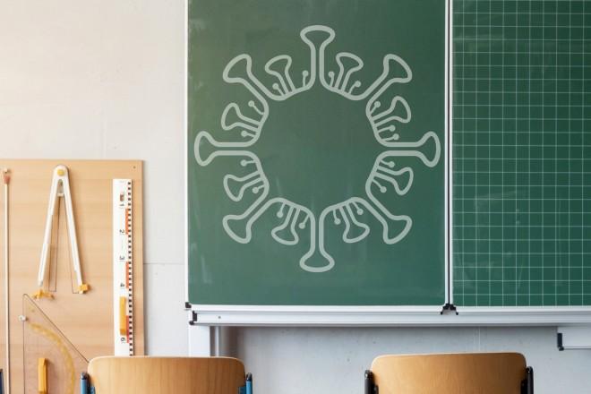 Foto: Corona auf eine Tafel gezeichnet.