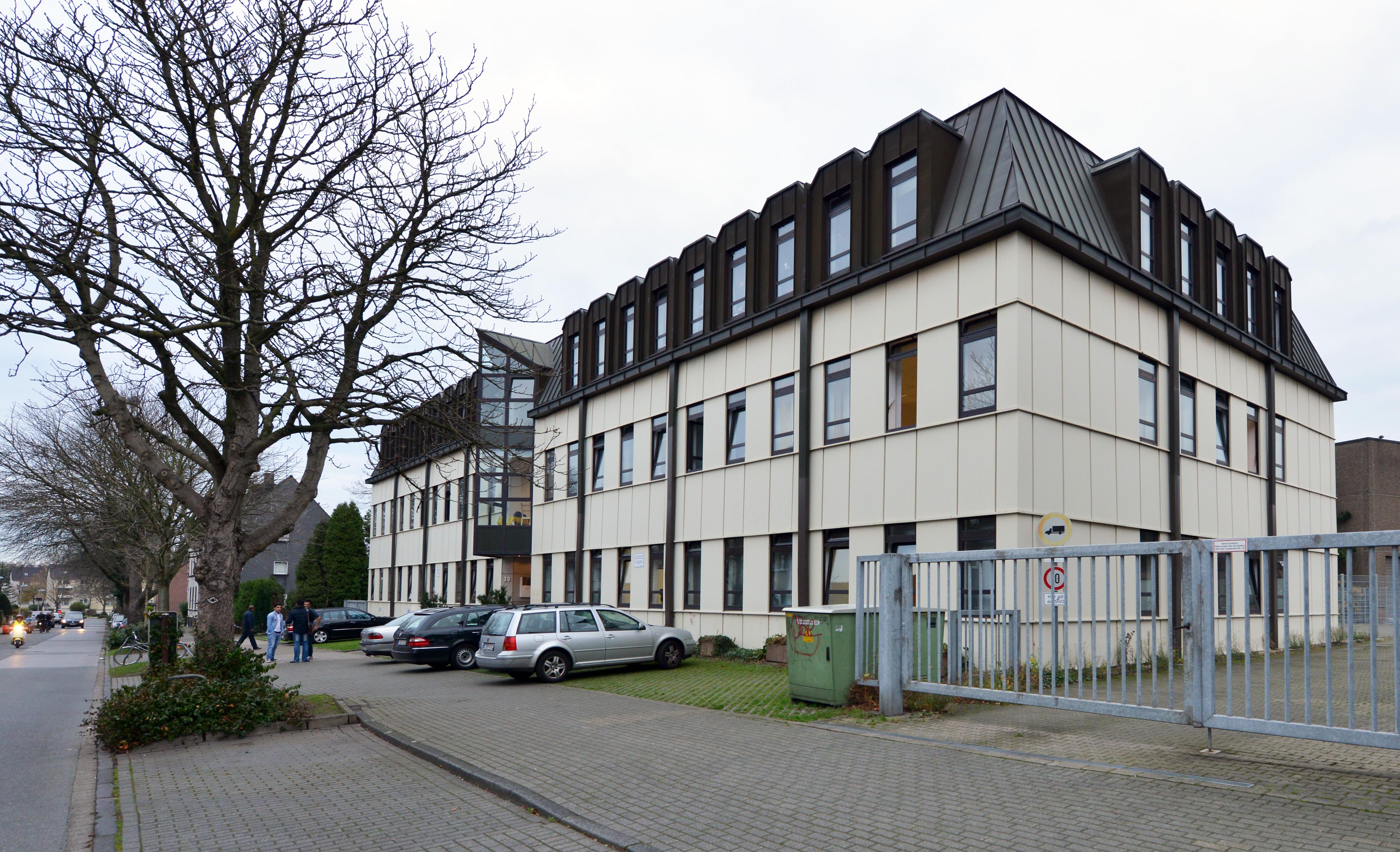 Flüchtlingsunterkunft Hülsenbruchstraße 30 (ehemaliges Verwaltungsgebäude der Firma Boecker) . Foto:Peter Prengel, Stadt Essen, 12. 11. 2015